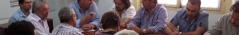 Pedro Romero junto con los dirigentes municipales de IU en Diputación