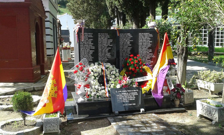 Monolito homenaje a las víctimas